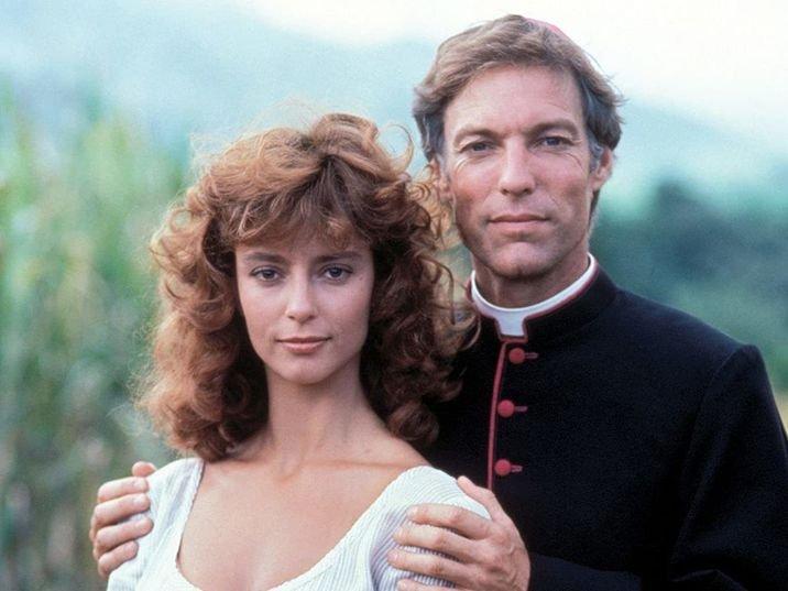 Ki ne emlékezne a Tövismadár sármos papjára? 33 év együttlét után, a színész ezért vált el férjétől